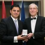 Medalla de Oro al mérito profesional para el Dr. García de Jalón