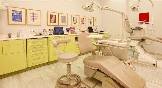 Cl nica dental heferdent en sevilla - Clinica dental caser ...