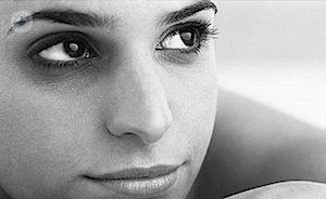 Como pintarse correctamente los ojos que se han hinchado