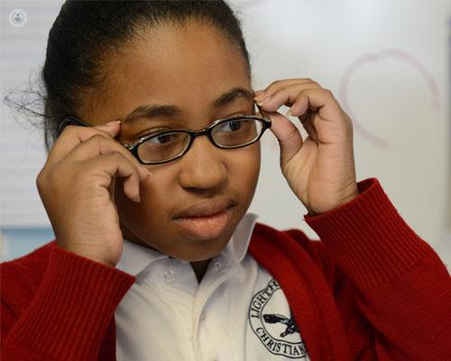 e8d4f1588c ... defectos de refracción (necesidad de llevar gafas) y el estrabismo. En  ambos casos, puede que el niño no se queje de ver mal.